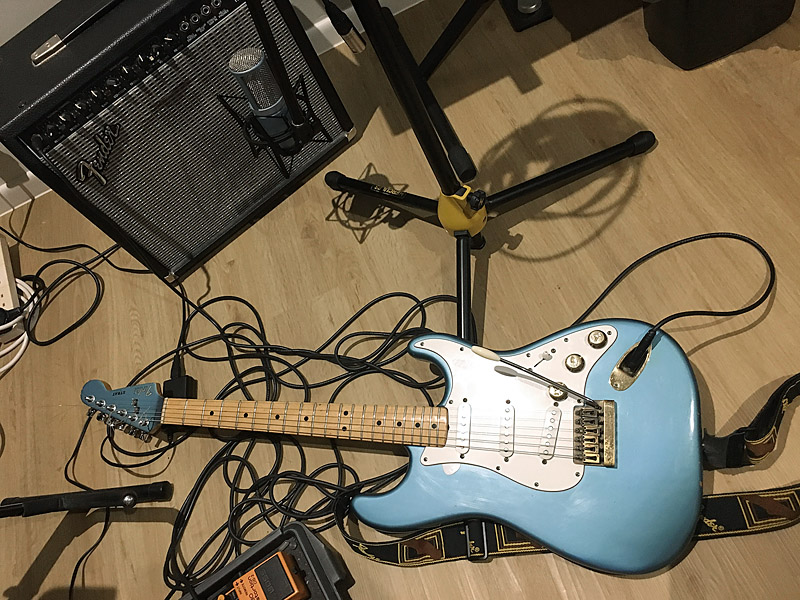 Recording Strat with whammy bar